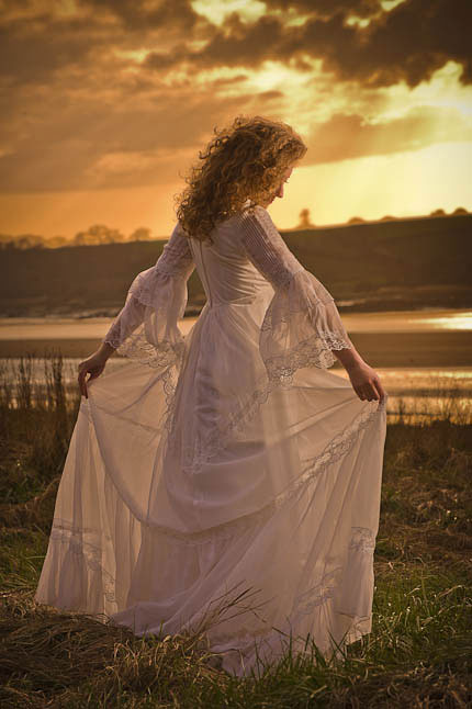 wedding photograph sunset bride